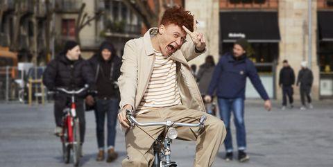 Bicycle, People, Street fashion, Cycling, Vehicle, Fashion, Snapshot, Recreation, Street, Human,