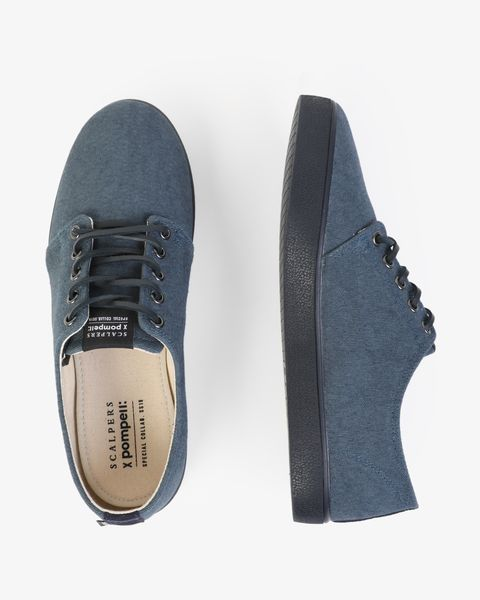 Zapatillas azulesde Pompeii x Scalpers.