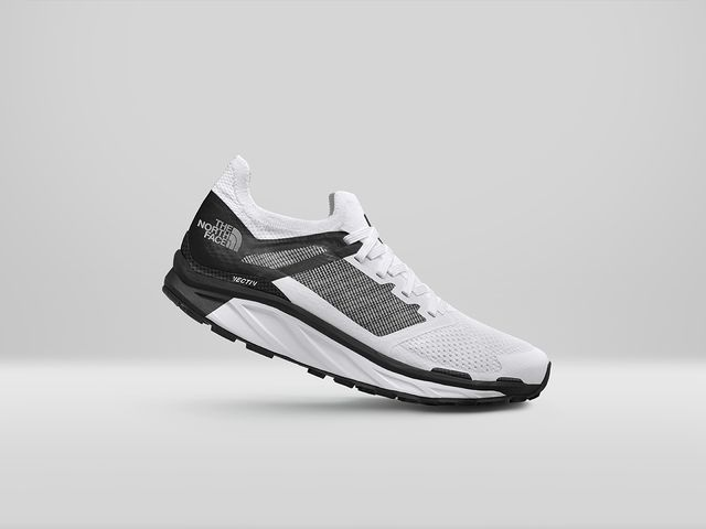 la primera zapatilla de trail running con fibra de carbono