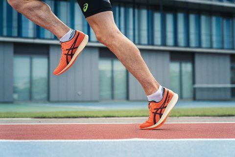 la tecnología guidesole de las zapatillas asics metaracer permite ahorrar energíaddd
