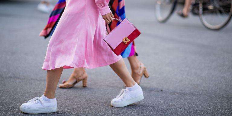 buy online 156b1 eab6f 29 zapatillas blancas de moda para todos tus looks de tendencia de primavera