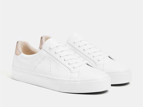 c634e1c2 32 zapatillas blancas de moda para todos tus looks de primavera ...