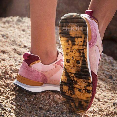 zapatillas hoff rosas y rojas