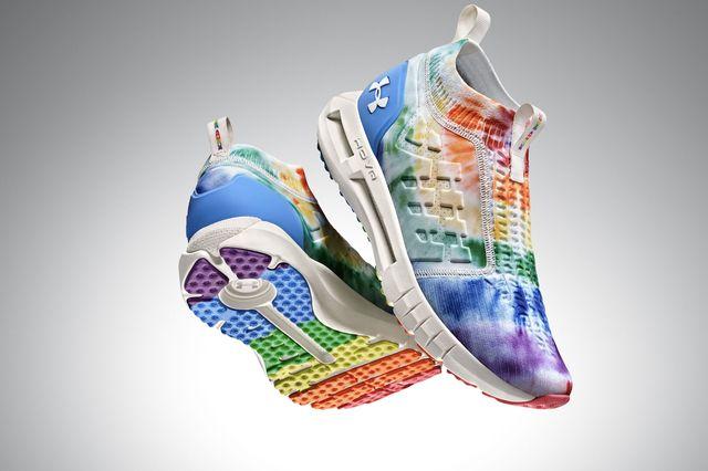 zapatillas de running de under armour para celebrar el orgullo
