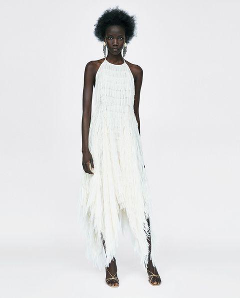 693314d0718 Marta Ortega luce el vestidazo blanco de flecos de Zara que ha sido ...