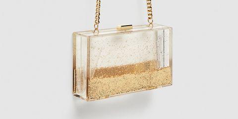 Zara lanza un clutch rígido, estilo caja, de metacrilato con purpurina que se mueve por todo el bolso.