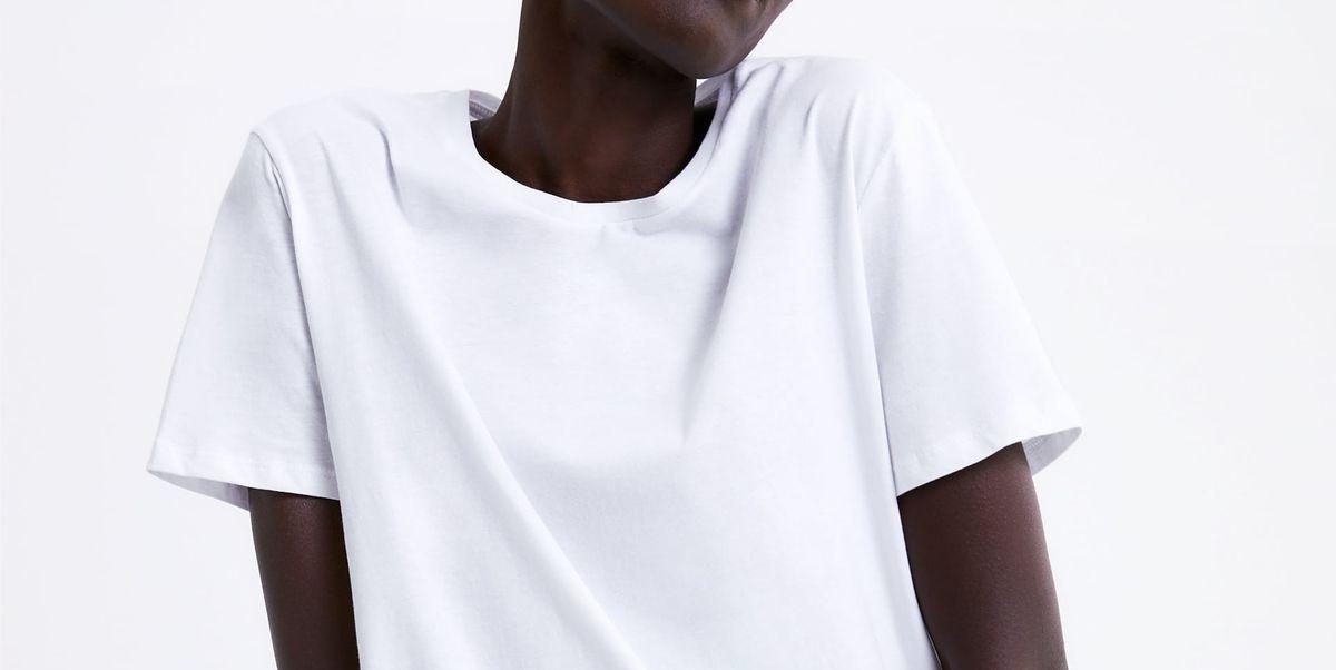 154599453 Zara tiene sólo una camiseta básica blanca perfecta y la ha descubierto una  instagramer española (y ha compartido su referencia)
