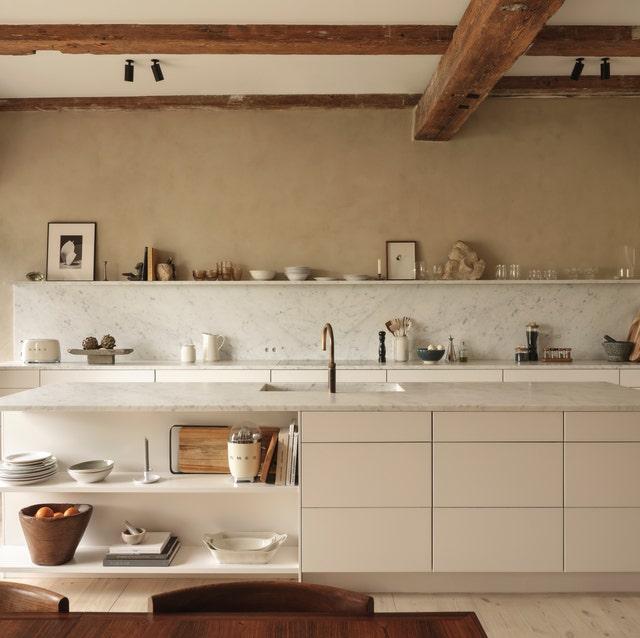 Room, Countertop, Furniture, Property, Kitchen, Interior design, Ceiling, Floor, Cabinetry, Tile,