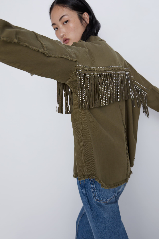 modelo zara chaqueta çnegro
