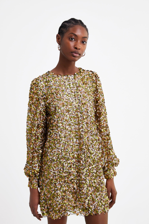 a2665302f El vestido corto de fiesta de Zara que brillará en los looks de invitada