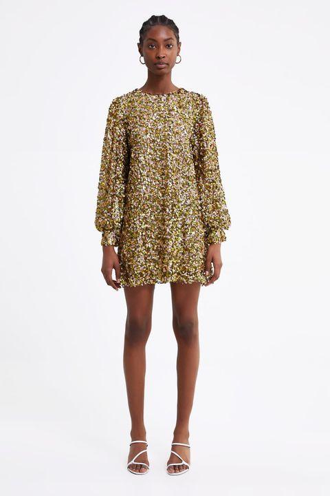 eacfc8cb8 El vestido corto de fiesta de Zara que brillará en los looks de invitada