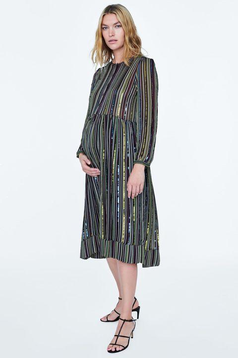 f497705f9 El mejor vestido de fiesta para embarazadas de Zara - Zara tiene el ...