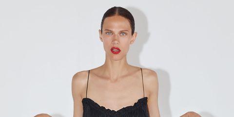 Este vestido negro de Zara es perfecto para tu próxima fiesta