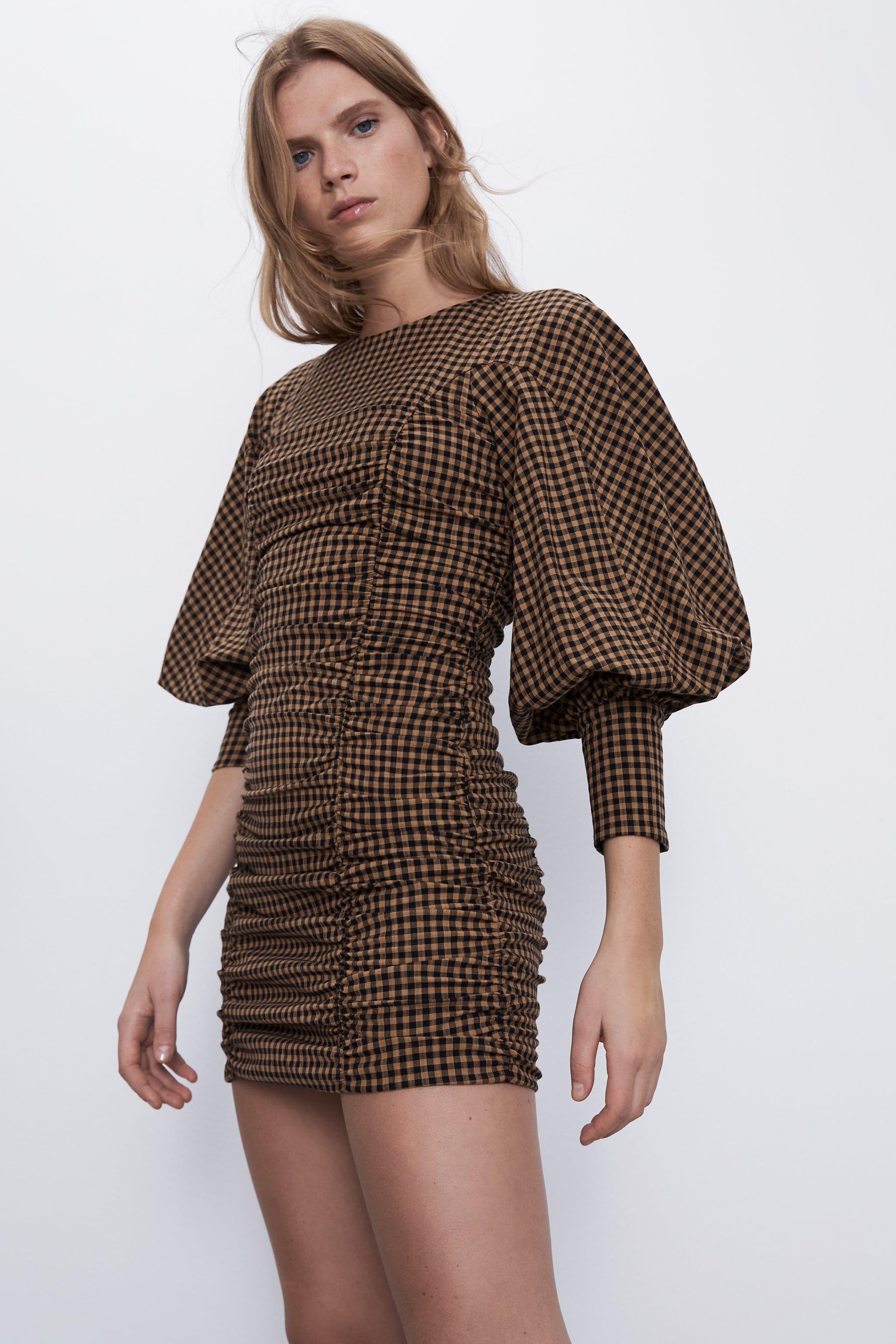 Vestiti 2020, il mini abito di Zara è moda street style