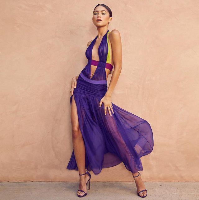 Robe violette fendue transparent