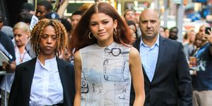 Zendaya jurk over broek trend