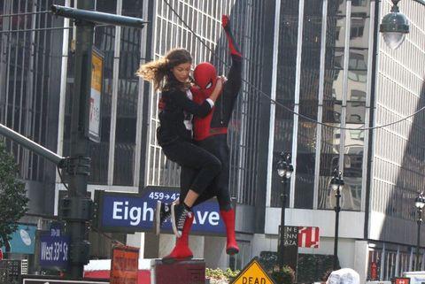 Spider-Man Zendaya en las alturas en el rodaje de Spider-Man lejos de casa