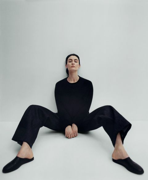 Sitting, Shoulder, Leg, Arm, Joint, Knee, Thigh, Neck, Footwear, Photography,