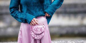 Zijden rok met fluwelen handtas