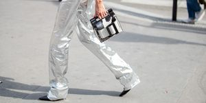 zilveren-metallic-broek-trend