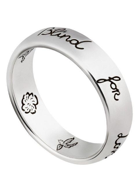 zilveren ring met gravuren blind for love van gucci via de bijenkorf