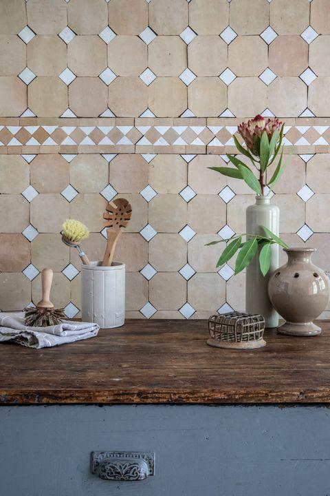 Wall, Room, Tile, Wallpaper, Wood, Interior design, Floor, Plant, Flower, Flooring,