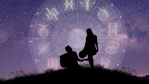 stel met astrologenwiel