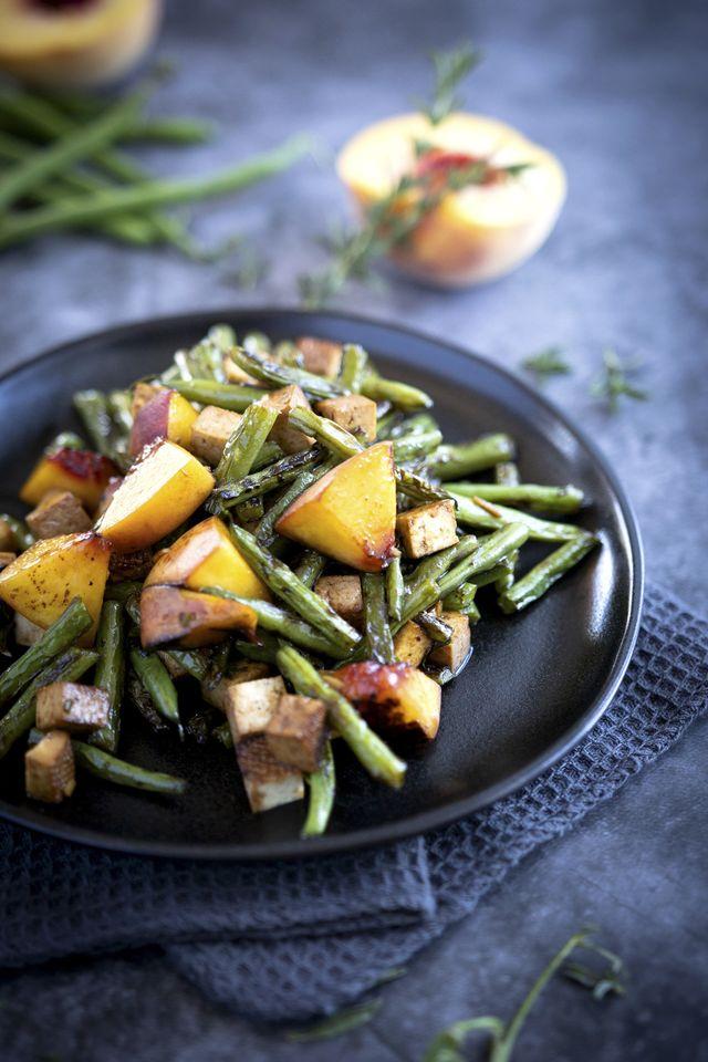 zomerse salade perzik sperziebonen gerookte tofu