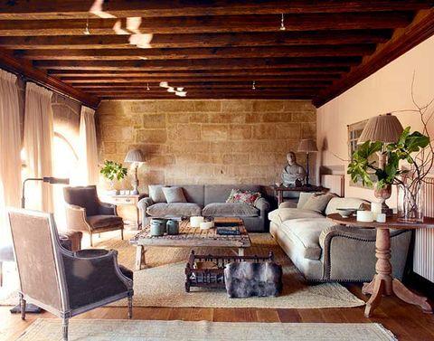 zona de estar con sofás y butacas bergeré