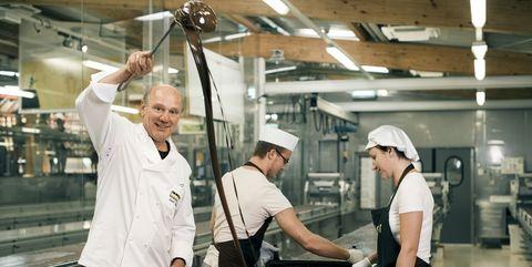 Cook, Cooking, Ceiling, Service, Chef, Chef's uniform, Kitchen, Employment, Job, Business,