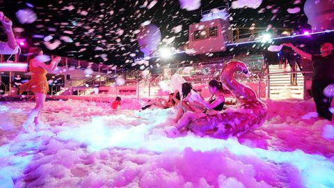 《世界夢號》泡泡派對讓體體驗船上夜生活!