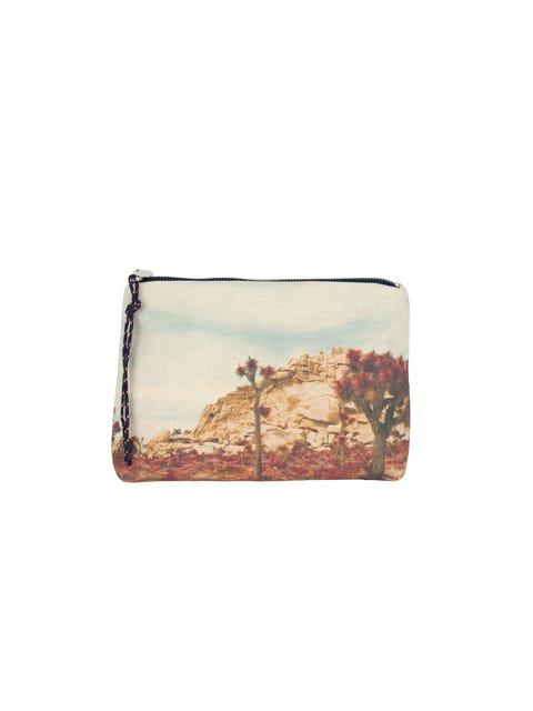 Wallet, Coin purse, Rectangle, Fashion accessory, Beige, Handbag, Wristlet, Bag, Metal,