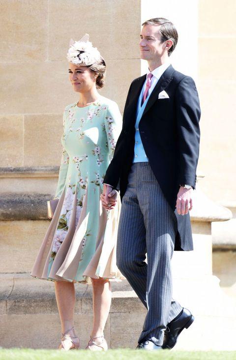 Jurk Voor Bruiloft Zwanger.Zwangere Pippa Middleton Verschijnt Bij Bruiloft Meghan En Harry