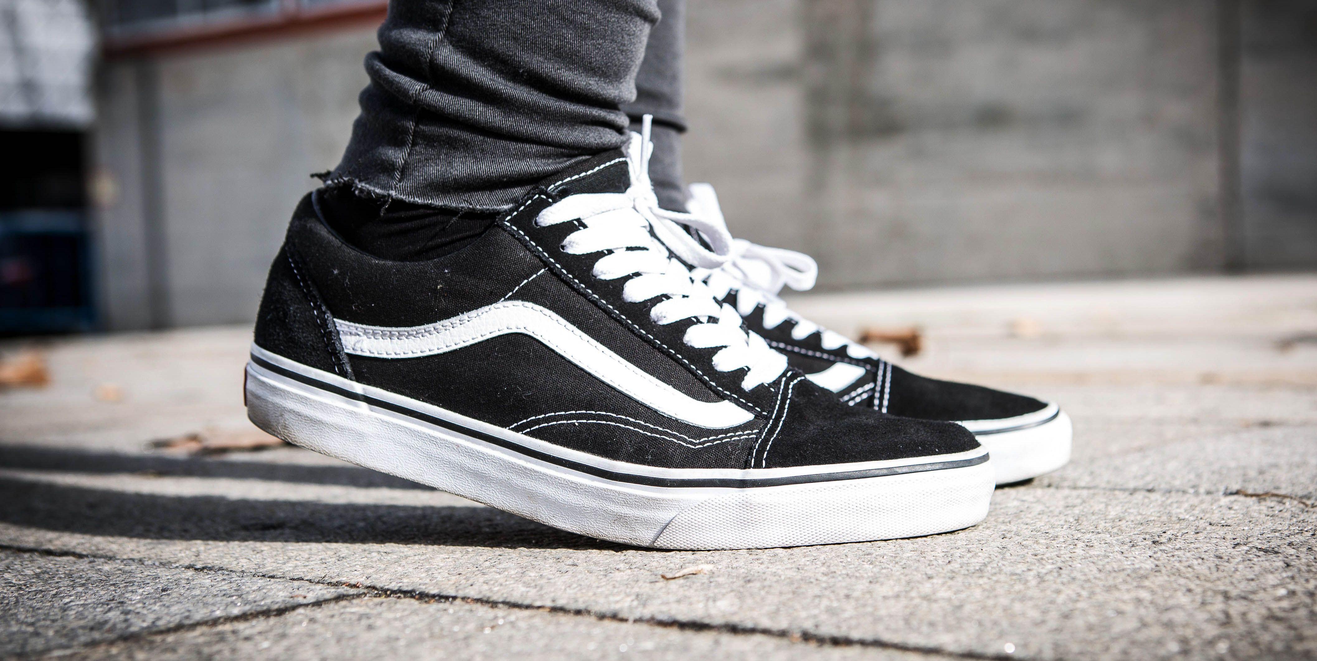 zwarte-sneakers