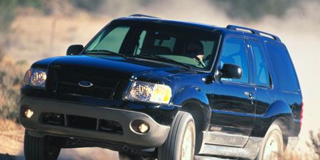 Motor vehicle, Tire, Automotive design, Automotive tire, Vehicle, Automotive exterior, Land vehicle, Hood, Transport, Car,
