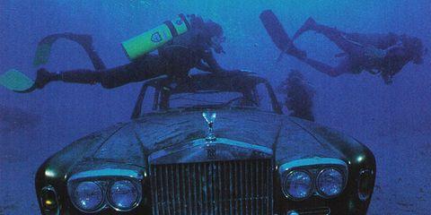Vehicle, Transport, Underwater diving, Hood, Grille, Diving equipment, Automotive exterior, Headlamp, Underwater, Car,