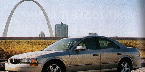 Tire, Wheel, Vehicle, Land vehicle, Transport, Alloy wheel, Automotive mirror, Automotive design, Rim, Automotive parking light,