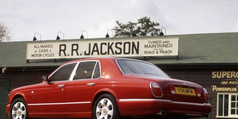 Tire, Wheel, Vehicle, Transport, Land vehicle, Automotive parking light, Automotive design, Rim, Car, Automotive tail & brake light,