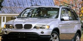 Tire, Wheel, Motor vehicle, Mode of transport, Vehicle, Automotive tire, Automotive mirror, Land vehicle, Hood, Automotive exterior,