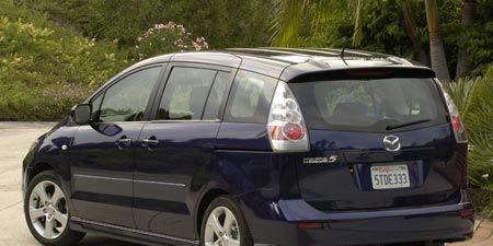 Tire, Motor vehicle, Wheel, Automotive mirror, Mode of transport, Automotive design, Vehicle, Automotive tire, Land vehicle, Rim,
