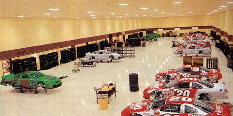 Automotive exterior, Automotive parking light, Touring car racing, Race car, Hall, Commercial building, Motorsport, Racing, Auto racing, Trade,