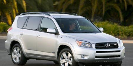 Tire, Motor vehicle, Wheel, Automotive mirror, Mode of transport, Automotive design, Vehicle, Daytime, Automotive tire, Brown,