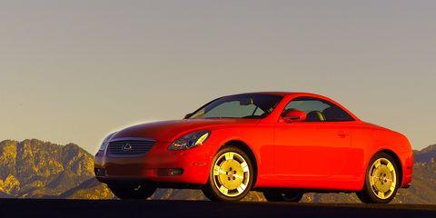 Tire, Wheel, Automotive design, Vehicle, Automotive mirror, Automotive lighting, Land vehicle, Automotive parking light, Car, Rim,
