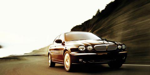 Tire, Automotive design, Vehicle, Automotive lighting, Headlamp, Hood, Automotive mirror, Automotive exterior, Rim, Car,