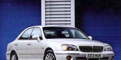 Tire, Wheel, Vehicle, Land vehicle, Transport, Automotive tire, Automotive design, Automotive parking light, Window, Infrastructure,