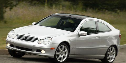 Tire, Wheel, Mode of transport, Automotive design, Vehicle, Alloy wheel, Land vehicle, Automotive wheel system, Hood, Rim,