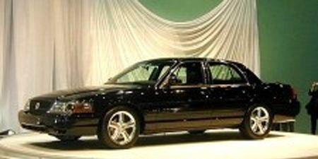 Tire, Wheel, Vehicle, Automotive design, Land vehicle, Rim, Automotive parking light, Alloy wheel, Car, Spoke,