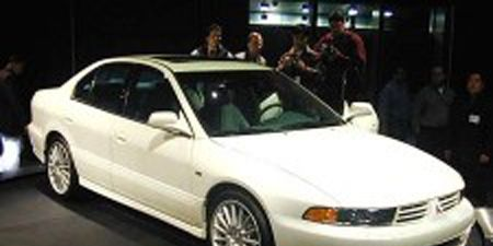 Tire, Wheel, Vehicle, Automotive design, Automotive mirror, Transport, Alloy wheel, Car, Rim, Automotive parking light,