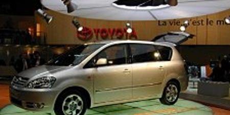 Motor vehicle, Tire, Wheel, Mode of transport, Automotive mirror, Automotive design, Transport, Vehicle, Land vehicle, Property,