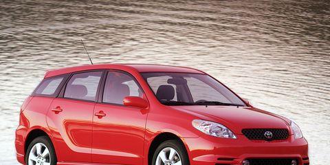 Tire, Wheel, Motor vehicle, Automotive design, Vehicle, Automotive mirror, Land vehicle, Automotive tire, Hood, Headlamp,